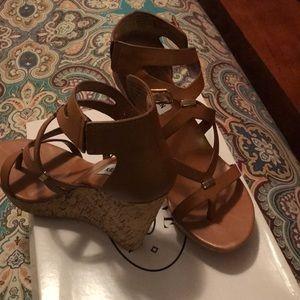 Steve Madden thong wedge heel sandal
